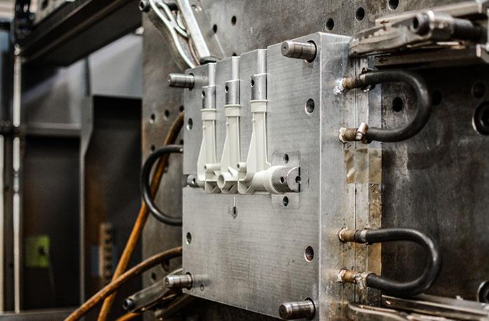 injection-moulding-dudley-associates-machine
